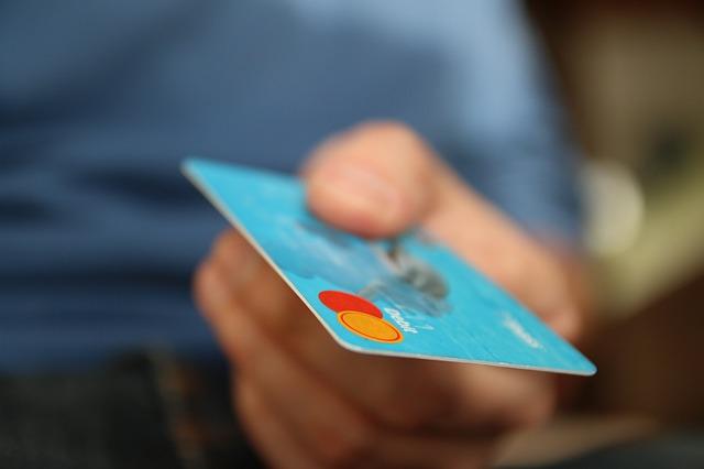 נמאס לכם לשלם ביוקר? הכירו את הדרכים שתוכלו לחסוך בקניות