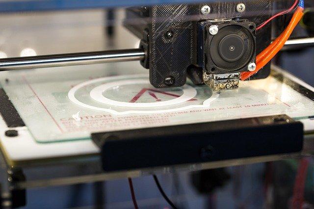 מה ההבדל בין מדפסות FDM למדפסות SLA?